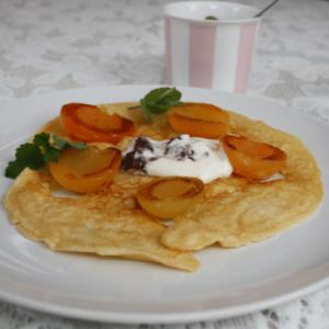 Pannenkoeken met abrikozen met Eier Pannenkoekenmeel