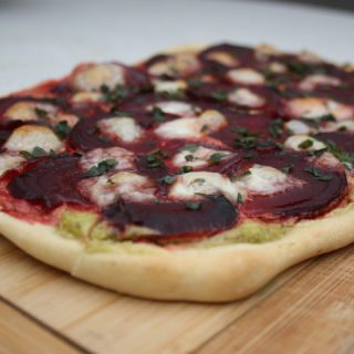 Vegetarische rode bieten pizza