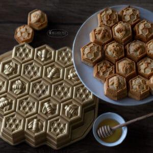 Stroopwafelcake in Nordic Ware Honeycomb
